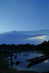 Un atardecer en San Juan de Manapiare (Jatuiringa) Tags: amazonas manapiare san juan de estado venezuela atardecer azul voladora bongo río