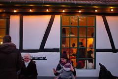 Babyphon (RadarOReilly) Tags: weihnachtsmarkt christmasmarket strase street streetphotography strasenfotografie iserlohn barendorf nrw germany