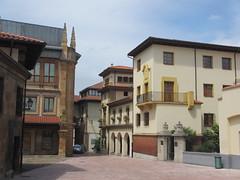 Calle de San Vicente, Oviedo, Spain (Paul McClure DC) Tags: espaa architecture spain cathedral asturias historic oviedo june2014