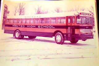 #1962 #manteohighschool #thomasbuiltbus #transitbus #schoolbus #nc Circa 1962 Thomas Built EF Transit Bus, North Carolina.  Manteo HS Activity Bus. Digitized from print.