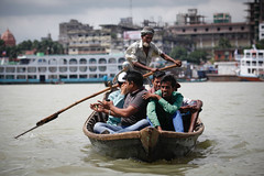 Boat taxi (Lil [Kristen Elsby]) Tags: travel topf25 river boat asia editorial dhaka dailylife topv3333 bangladesh sampan sadarghat southasia buriganga travelphotography boattaxi burigangariver canon5dmarkii