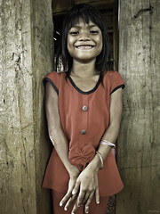Lovely smile (-clicking-) Tags: life girls portrait smile childhood smiling children asia mood child faces emotion candid innocent streetphotography streetportrait streetlife vietnam innocence dailylife childish visage childlike vietnamesechildren vietnamesegirls