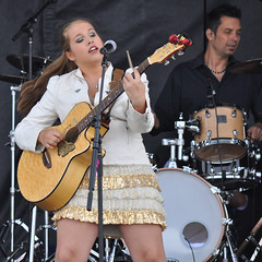Tori Hathaway Band (Richard Wintle) Tags: musician ontario canada ipc guitar ivy singer onstage essa guitarist ipm songwriter simcoecounty internationalplowingmatch ruralexpo internationalplowingcompetition torihathaway