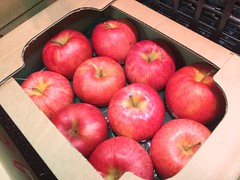 Red Apples (DigiPub) Tags: m20161011 106073661 rejectedbygettyimages applefruit fruit boxcontainer package agriculture merchandise japan cardboardbox sweetfood 苹果 包装 水果