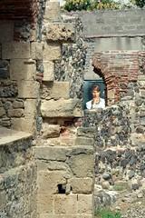 Oristano (mikael_on_flickr) Tags: oristano sardegna sardinia sardinien ruins rovine face faccia viso woman whosthere