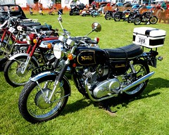 Not sure about the box (Grumpys Gallery) Tags: norton commando motorcycle vintage redrowsteamandvintagefair