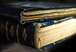 Bords émoussés d'un livre ancien