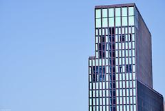 Hamburg Hafen 15 Farbe (rainerneumann831) Tags: hamburg hafen hochhaus architektur linien blau