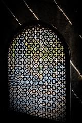Slow Escape of the Soul (vale0065) Tags: outdoor buiten kerkhof begraafplaats dodenakker graf grakkapel graveyard cemetery chapel tombe grave luik liege decay verval grid light licht lightbeam lichtstraal robermon belgi belgium