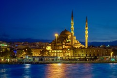 New Mosque & Blue Hour (Lus Henrique Boucault) Tags: asia bluehour cruise europe istanbul lights longexposure mosque new newmosque nightlight traveling turkey turquia tr