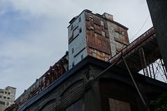 Derelict silo @ Quai de la Pointe du Moulin  Vent @ Montral (*_*) Tags: montreal mtl canada quebec northamerica 2016 autumn fall automne october city sunny pointedumoulinvent park derelict parc quai pointe moulin silo grain vieuxport oldport