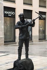 F(M)ango man (jandmpianezzo) Tags: mango spagna carbone fango strada centro malaga uomo outdoor citt artista lavoratore vetrina minatore persone