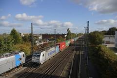 E 186 182 Metrans 91 80 6189 182-2 D-Rpool met containertrein uit de richting Oberhausen in Emmerich 29-10-2016 (marcelwijers) Tags: e 186 182 metrans 91 80 6189 1822 drpool met containertrein uit de richting oberhausen emmerich 29102016 links staat nieuwe 2937 van railpool germany deutschland duitsland nrw nordrhein westfalen station bahnhof railway eisenbahn spoorwegen traxx f140 ms eba 05e48kf 051 bombardier 34412 2008