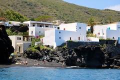 Île de Stromboli / Côte nord (Charles.Louis) Tags: italie sicile éolie éolienne île nature patrimoine mer côte volcan stromboli