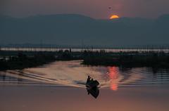 Crepuscolo (Tati@) Tags: crepuscolo lago acqua barca twiligh like water boat