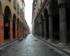 bologna via zamboni (kexi) Tags: bologna bolonia italy europe street perspective empty flags viazamboni city samsung wb690 october 2015 colonnade columns instantfave hccity