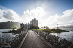 Eilean Donan Castle (Steffen Walther) Tags: 2016 reise schottland scotland uk britain westernhighlands highlands loch clan dornie kyleoflochalsh eileandonancastle canon5dmarkiii canon1740l reisefotolust travel landscape history castle war sunset sun light clouds