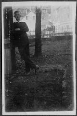 "Archiv Chr055 ""Helmut 1922"" (Hans-Michael Tappen) Tags: archivhansmichaeltappen anzug outdoor outfit costume mode 1922 1920er 1920s shoes schuhe"
