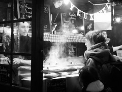 chaud chien francais (byronv2) Tags: edinburgh edimbourg scotland blackandwhite blackwhite bw monochrome peoplewatching candid street festival festive festivemarket princesstreet princesstreetgardens mound newtown edinburghbynight nuit nacht stall foodstall hotdog french francais chaudchien man steam cooking baguette bread vendor foodvendor market christmasmarket