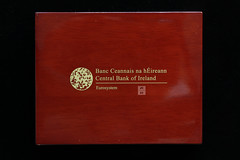Banc Ceannais na hireann (Canadian Pacific) Tags: gold silver coin numismatics ireland irish eire ire centralbankofireland na hireann 100th anniversary ofthe proclamation irishrepublic aimg5963 centenary 1916 2016 box presentation display case ceannais