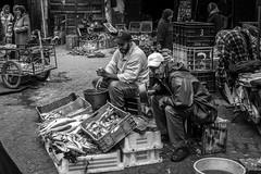 Ceux qui sont en face (Tur3ine) Tags: noiretblanc blackandwhite nb bw fujix20 fuji fujifilm x20 street maroc morocco marrakech