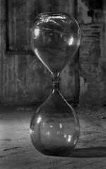 NO TIME (Manel Armengol C.) Tags: barcelona glass bottle symbol infinity empty infinito vacio vidrio botella simbolo notime buit simbologia twobottles dosbotellas foradeltemps