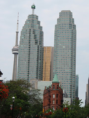 Toronto (scuthography) Tags: vacation toronto canada cn cntower flat awesome urlaub explore 2009 kanada schn flatbuilding entdecken