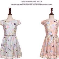 """Q342418 # เดรส+เข็มขัด งานป้าย M2M&XiVi ลายดอกไม้สีหวาน ลายคมชัด พร้อมเข็มขัดตามภาพ แพทเทิร์นเป๊ะ ซับในผ้าซาตินเต็มตัว ซิปซ่อนยาวด้านหลัง Color:: ฟ้า, ชมพู Size :: S อก 32"""" เอว 27"""" สะโพกF ความยาว 31"""" แขนยาว 4"""" M อก 34"""" เอว 28"""" สะโพกF ความยาว 31"""" แขนยาว 4."""