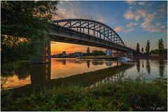 Arnhem, stadje aan de rijn (nldazuu.com) Tags: arnhem bluehour rijn gelderland zonsondergangen abridgetoofar rijnbrug johnfrostbrug arnhemcentrum burgerlijkeschemering arnhemamrhein