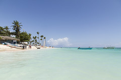 Dominicaanse Republiek (Mark Sekuur) Tags: sea beach strand day zee palmtree puntacana palmboom dominicaanserepubliek bvaro caribisch laaltagracia azuurblauw pwpartlycloudy