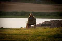 (Sebtaui2010) Tags: portrait lake vintage finland lago espaldas back retrato silla nordic finlandia hierba nordico retratodeespaldas regiondelosmillagos