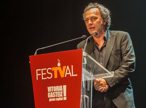 """José Coronado recogiendo el premio de """"El Príncipe"""" en el FesTVal 2014"""