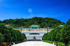 National Palace Museum #2, Tapei Taiwan (ak_phuong (Tran Minh Phuong)) Tags: pictures china new trip blue trees 2 sky people panorama news beautiful museum last race out for book vietnamese photographer view image display sale side great picture taiwan visit palace images front row best full phuong human national cover winner historical taipei about win must sales today ever cheap minh tran ngoi cung bc bn bo tng c i akphuong