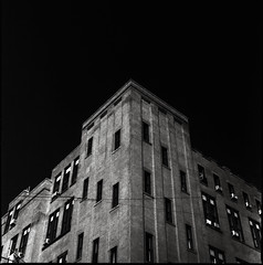 Looking up (RafaelGonzalez.) Tags: nyc blackandwhite newyork 120 6x6 film architecture mediumformat squareformat analogue planar carlzeiss ilfordhp5plus hasselblad500cm rafaelgonzalez