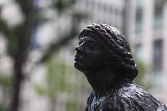 「休息する女流彫刻家」