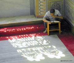 Recitación (Landahlauts) Tags: islam religion türkiye libro istanbul stranger mezquita fe turquia allah quran desconocido estambul sagrado camii coran profeta robados robandoalmas stealingsouls masyid recitacion