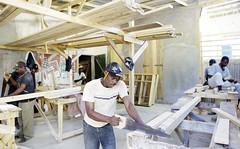 WRR 2014/WRB 2014 (UNUBonn) Tags: haiti hut mann arbeit bau gruppe handwerk bauarbeiter arbeiter karibik erdbeben wiederaufbau lateinamerika beben zentralamerika bauarbeit kopfbedeckung arbeiterin mnner bainet sdamerika hte sgen