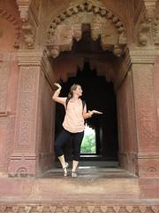 """Danseuse indienne ? <a style=""""margin-left:10px; font-size:0.8em;"""" href=""""http://www.flickr.com/photos/83080376@N03/15231798391/"""" target=""""_blank"""">@flickr</a>"""