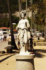 Praia Vermelha, Urca. (izabelleventura) Tags: verde sol praia riodejaneiro mico arvore animais estatua urca paisagens calor aranha teia praiavermelha naturaza