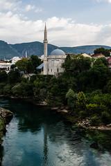 Riflessi sulla Neretva (andreaerdna) Tags: mostar riflessi neretva moschea balcani mostarneretvacoloribalcanibosniaerzegovina