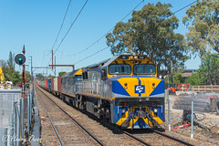 Maryvale at Murrumbeena (Henrys Railway Gallery) Tags: vl356 vlclass g515 gclass cfcla cfcl cf chicagofreightleasingaustralia emd diesel clyde 9476 skyrail murrumbeena freighttrain loadedfreighttrain loadedcontainertrain containertrain papertrain loadedpapertrain maryvale australianpaper appletondock qube qubelogistics