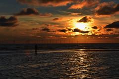River Mersey Sunset (Glenn Pye) Tags: rivers river rivermersey sunset sun sunlight sunshine ironmenofcrosby water nikon nikond7200 d7200