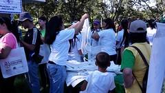 Los organizadores entregaron bolsos y materiales tiles a los asistentes (bancos de leche materna) Tags: caminata lactancia materna leche semana mundial parque del este caracas
