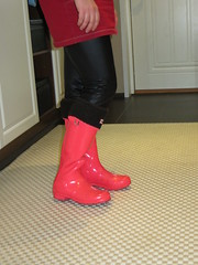 Wife with pink Hunters and socks (jazka74) Tags: wellies rubber boots hunter original pink gloss socks