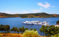 Alqueva (Antnio Jos Rocha) Tags: portugal alentejo amieira marina marinadeamieira porto barcos lago lagoartificial albufeira gua paisagem natureza campo rvores sobreiros beleza azul cores