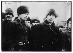 Anglų lietuvių žodynas. Žodis Bolshevik reiškia 1. n bolševikas; 2. a bolševikinis lietuviškai.