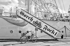Der Kpt'n ist schon an Bord (rafischatz... www.rafischatz-photography.de) Tags: bw bicycle germany ship pentax harbour sail ferriswheel stralsund clipper k3 gangway mecklenburgwesternpomerania gorchfock1