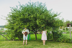 couple under a tree (Daniel[H]) Tags: wedding vancouver farmhouse portraits balloons photography bc professionalphotographer engagementsession vancouverweddingphotographer