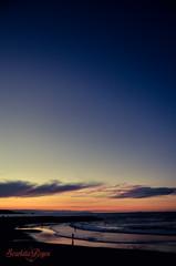 Sutil... (scarlatareyes) Tags: azul atardecer playa canarias colores personas arena paseo nubes reflejo naranja