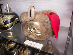 Fur hat with skull (quinet) Tags: berlin museum germany skull citadel musée 1912 militaria totenkopf spandau crâne zitadelle schädel pelzmütze 2013 hr1 leibhusaren leibhusarenregimentnr1 museumzitadellespandau